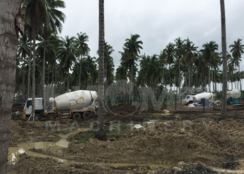 Philippines customers use concrete mixer truck on site